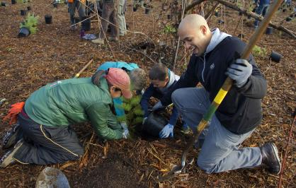 Community members plant trees at Lake Sammamish State Park in Washington, Credit: Mountains to Sound Greenway